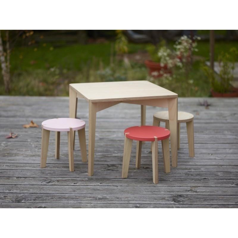 Table carrée – Largeur 58 cm – Hauteur 48 cm + Tabourets