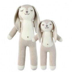Petite peluche en tricot – Honey la lapine
